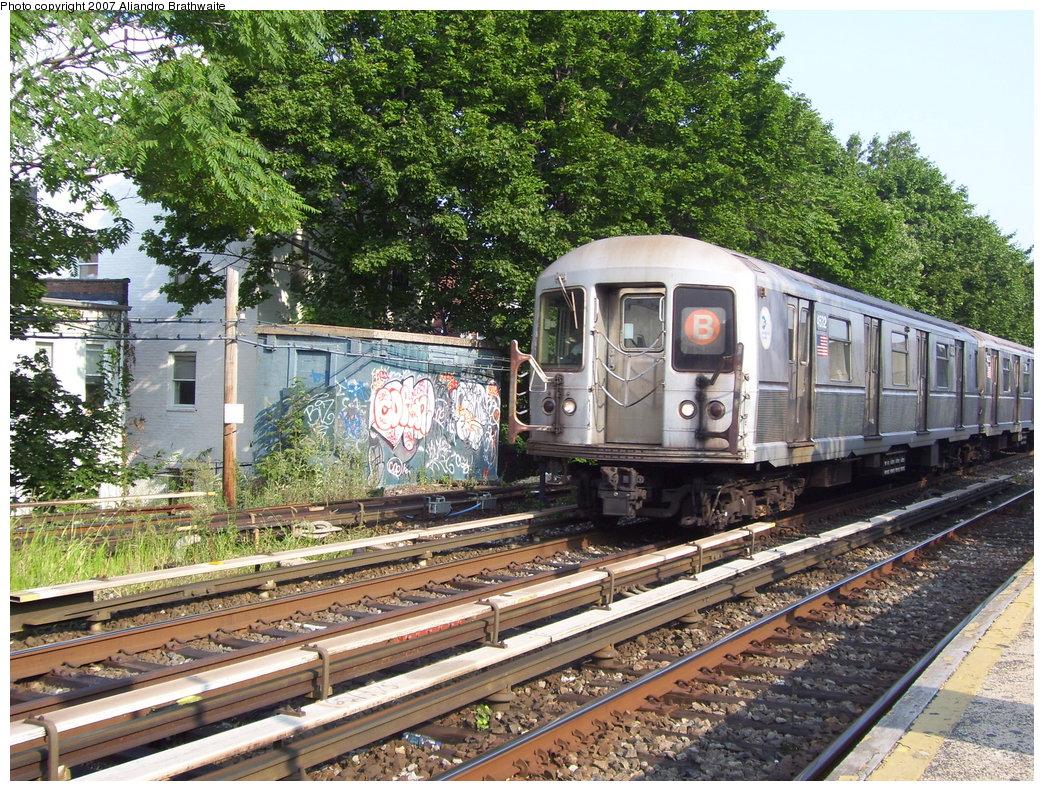 (331k, 1044x791)<br><b>Country:</b> United States<br><b>City:</b> New York<br><b>System:</b> New York City Transit<br><b>Line:</b> BMT Brighton Line<br><b>Location:</b> Kings Highway <br><b>Route:</b> B<br><b>Car:</b> R-40M (St. Louis, 1969)  4512 <br><b>Photo by:</b> Aliandro Brathwaite<br><b>Date:</b> 8/30/2007<br><b>Viewed (this week/total):</b> 0 / 1746