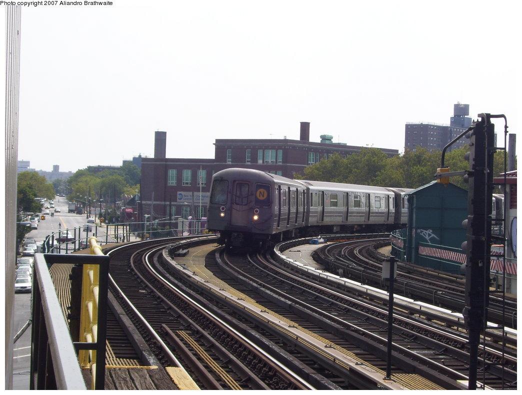 (181k, 1044x791)<br><b>Country:</b> United States<br><b>City:</b> New York<br><b>System:</b> New York City Transit<br><b>Line:</b> BMT West End Line<br><b>Location:</b> 25th Avenue <br><b>Route:</b> D<br><b>Car:</b> R-68 (Westinghouse-Amrail, 1986-1988)  2850 <br><b>Photo by:</b> Aliandro Brathwaite<br><b>Date:</b> 8/30/2007<br><b>Viewed (this week/total):</b> 0 / 1744