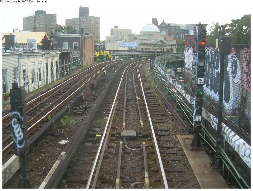 (249k, 1044x788)<br><b>Country:</b> United States<br><b>City:</b> New York<br><b>System:</b> New York City Transit<br><b>Line:</b> BMT Myrtle Avenue Line<br><b>Location:</b> Myrtle-Broadway Connecting Track <br><b>Photo by:</b> Zach Summer<br><b>Date:</b> 8/28/2007<br><b>Notes:</b> Ballasted (not elevated) track connection from Myrtle to Broadway, southbound.<br><b>Viewed (this week/total):</b> 1 / 2815
