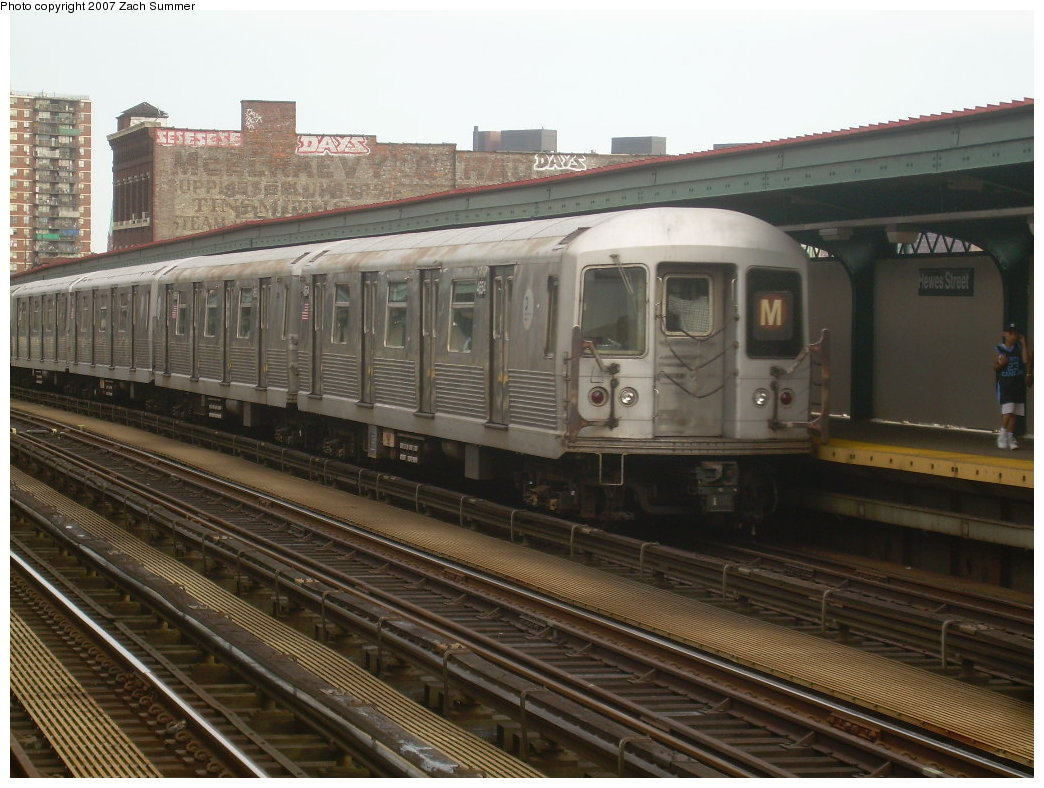 (205k, 1044x788)<br><b>Country:</b> United States<br><b>City:</b> New York<br><b>System:</b> New York City Transit<br><b>Line:</b> BMT Nassau Street/Jamaica Line<br><b>Location:</b> Hewes Street <br><b>Route:</b> M<br><b>Car:</b> R-42 (St. Louis, 1969-1970)  4654 <br><b>Photo by:</b> Zach Summer<br><b>Date:</b> 8/28/2007<br><b>Viewed (this week/total):</b> 0 / 1351