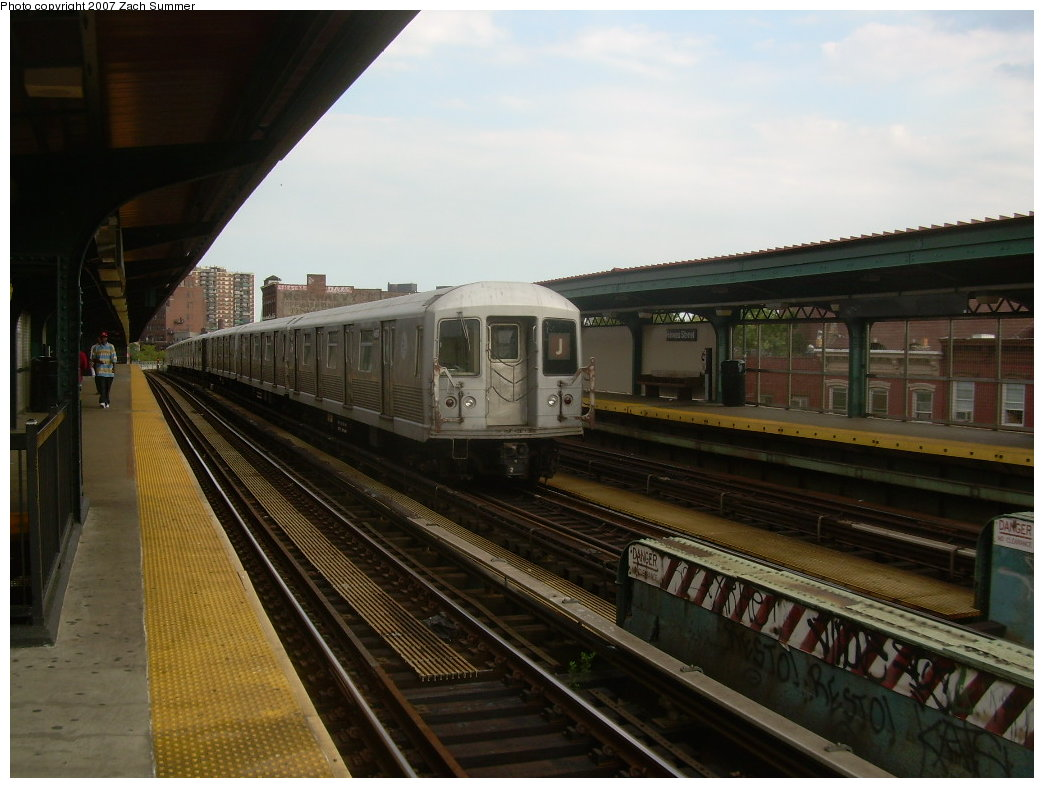 (184k, 1044x788)<br><b>Country:</b> United States<br><b>City:</b> New York<br><b>System:</b> New York City Transit<br><b>Line:</b> BMT Nassau Street/Jamaica Line<br><b>Location:</b> Hewes Street <br><b>Route:</b> J<br><b>Car:</b> R-42 (St. Louis, 1969-1970)  4697 <br><b>Photo by:</b> Zach Summer<br><b>Date:</b> 8/28/2007<br><b>Viewed (this week/total):</b> 2 / 1447