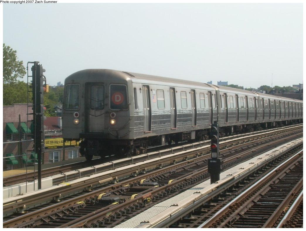 (199k, 1044x788)<br><b>Country:</b> United States<br><b>City:</b> New York<br><b>System:</b> New York City Transit<br><b>Line:</b> BMT West End Line<br><b>Location:</b> 71st Street <br><b>Route:</b> D<br><b>Car:</b> R-68 (Westinghouse-Amrail, 1986-1988)  2696 <br><b>Photo by:</b> Zach Summer<br><b>Date:</b> 8/29/2007<br><b>Viewed (this week/total):</b> 0 / 1604
