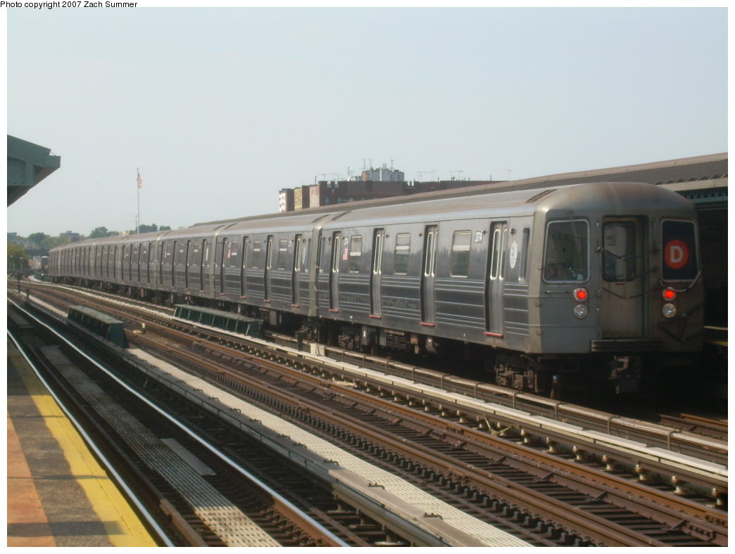 (174k, 1044x788)<br><b>Country:</b> United States<br><b>City:</b> New York<br><b>System:</b> New York City Transit<br><b>Line:</b> BMT West End Line<br><b>Location:</b> 20th Avenue <br><b>Route:</b> D<br><b>Car:</b> R-68 (Westinghouse-Amrail, 1986-1988)  2774 <br><b>Photo by:</b> Zach Summer<br><b>Date:</b> 8/29/2007<br><b>Viewed (this week/total):</b> 0 / 1669