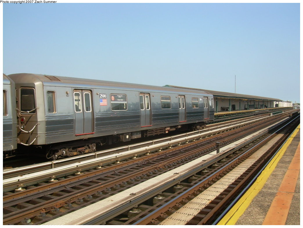 (211k, 1044x788)<br><b>Country:</b> United States<br><b>City:</b> New York<br><b>System:</b> New York City Transit<br><b>Line:</b> BMT West End Line<br><b>Location:</b> 20th Avenue <br><b>Route:</b> D<br><b>Car:</b> R-68 (Westinghouse-Amrail, 1986-1988)  2598 <br><b>Photo by:</b> Zach Summer<br><b>Date:</b> 8/29/2007<br><b>Viewed (this week/total):</b> 0 / 1765