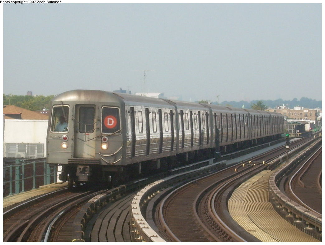 (164k, 1044x788)<br><b>Country:</b> United States<br><b>City:</b> New York<br><b>System:</b> New York City Transit<br><b>Line:</b> BMT West End Line<br><b>Location:</b> 18th Avenue <br><b>Route:</b> D<br><b>Car:</b> R-68 (Westinghouse-Amrail, 1986-1988)  2766 <br><b>Photo by:</b> Zach Summer<br><b>Date:</b> 8/30/2007<br><b>Viewed (this week/total):</b> 0 / 1781