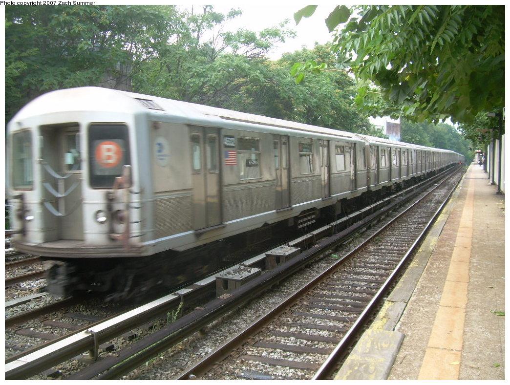 (262k, 1044x788)<br><b>Country:</b> United States<br><b>City:</b> New York<br><b>System:</b> New York City Transit<br><b>Line:</b> BMT Brighton Line<br><b>Location:</b> Avenue H <br><b>Route:</b> B<br><b>Car:</b> R-40M (St. Louis, 1969)  4522 <br><b>Photo by:</b> Zach Summer<br><b>Date:</b> 8/31/2007<br><b>Viewed (this week/total):</b> 2 / 2667