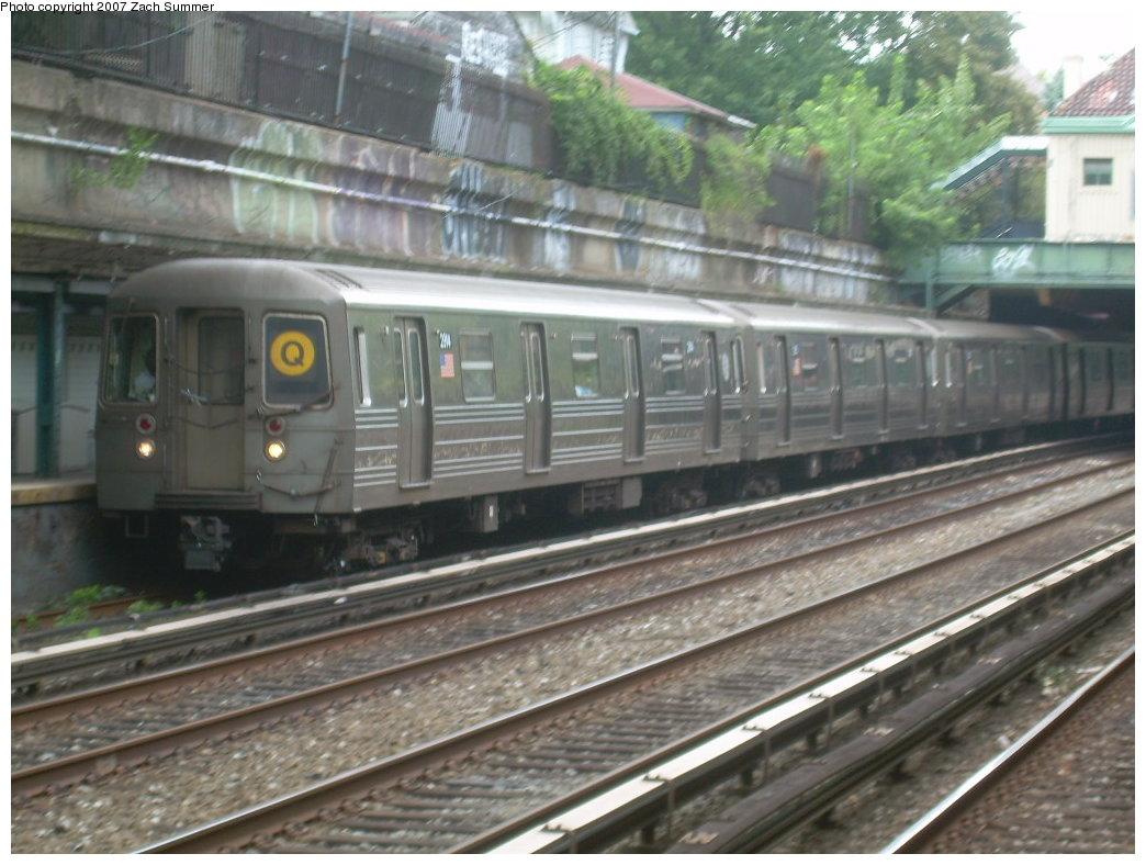 (203k, 1044x788)<br><b>Country:</b> United States<br><b>City:</b> New York<br><b>System:</b> New York City Transit<br><b>Line:</b> BMT Brighton Line<br><b>Location:</b> Beverley Road <br><b>Route:</b> Q<br><b>Car:</b> R-68 (Westinghouse-Amrail, 1986-1988)  2914 <br><b>Photo by:</b> Zach Summer<br><b>Date:</b> 8/31/2007<br><b>Viewed (this week/total):</b> 1 / 2030