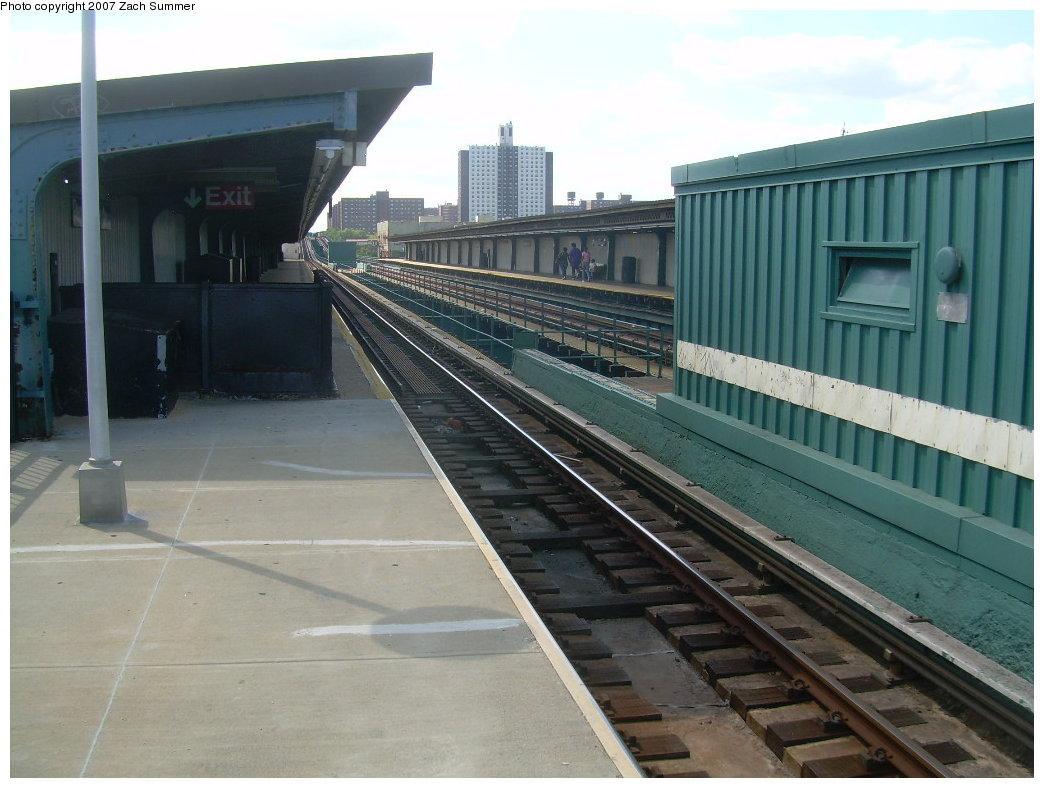 (187k, 1044x788)<br><b>Country:</b> United States<br><b>City:</b> New York<br><b>System:</b> New York City Transit<br><b>Line:</b> IRT Brooklyn Line<br><b>Location:</b> Pennsylvania Avenue <br><b>Photo by:</b> Zach Summer<br><b>Date:</b> 9/1/2007<br><b>Notes:</b> Station view.<br><b>Viewed (this week/total):</b> 0 / 2291