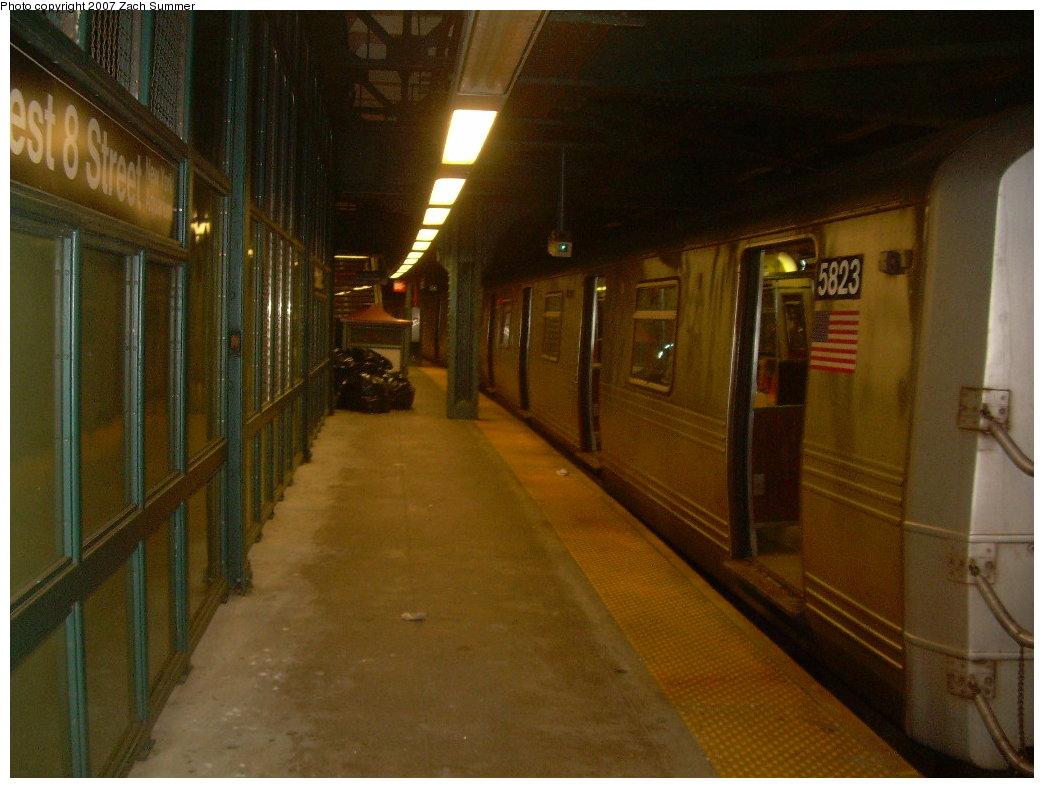 (186k, 1044x788)<br><b>Country:</b> United States<br><b>City:</b> New York<br><b>System:</b> New York City Transit<br><b>Line:</b> BMT Culver Line<br><b>Location:</b> West 8th Street <br><b>Route:</b> F<br><b>Car:</b> R-46 (Pullman-Standard, 1974-75) 5823 <br><b>Photo by:</b> Zach Summer<br><b>Date:</b> 9/2/2007<br><b>Viewed (this week/total):</b> 0 / 2759