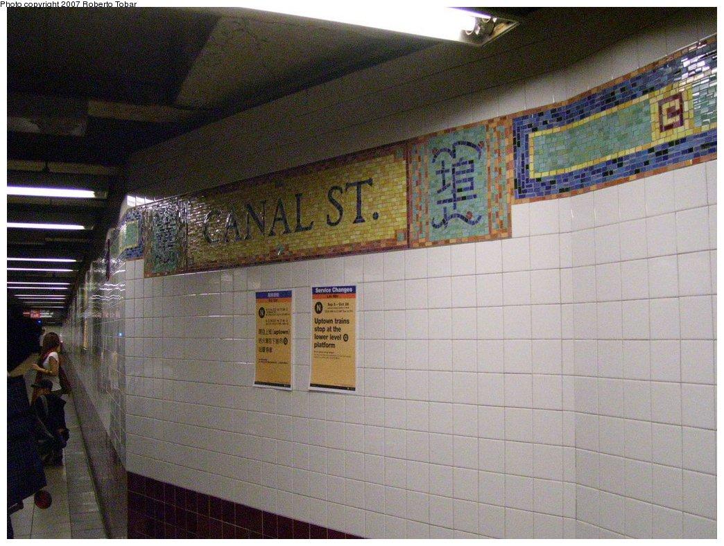 (189k, 1044x788)<br><b>Country:</b> United States<br><b>City:</b> New York<br><b>System:</b> New York City Transit<br><b>Line:</b> BMT Broadway Line<br><b>Location:</b> Canal Street <br><b>Photo by:</b> Roberto C. Tobar<br><b>Date:</b> 9/5/2007<br><b>Viewed (this week/total):</b> 0 / 2274