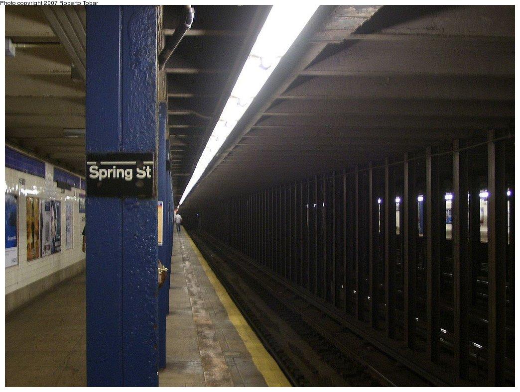 (157k, 1044x788)<br><b>Country:</b> United States<br><b>City:</b> New York<br><b>System:</b> New York City Transit<br><b>Line:</b> IND 8th Avenue Line<br><b>Location:</b> Spring Street <br><b>Photo by:</b> Roberto C. Tobar<br><b>Date:</b> 9/5/2007<br><b>Viewed (this week/total):</b> 1 / 2421