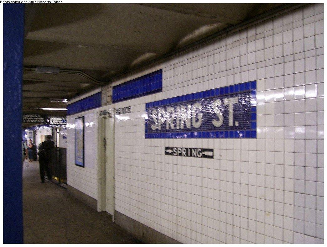 (166k, 1044x788)<br><b>Country:</b> United States<br><b>City:</b> New York<br><b>System:</b> New York City Transit<br><b>Line:</b> IND 8th Avenue Line<br><b>Location:</b> Spring Street <br><b>Photo by:</b> Roberto C. Tobar<br><b>Date:</b> 9/5/2007<br><b>Viewed (this week/total):</b> 3 / 1908