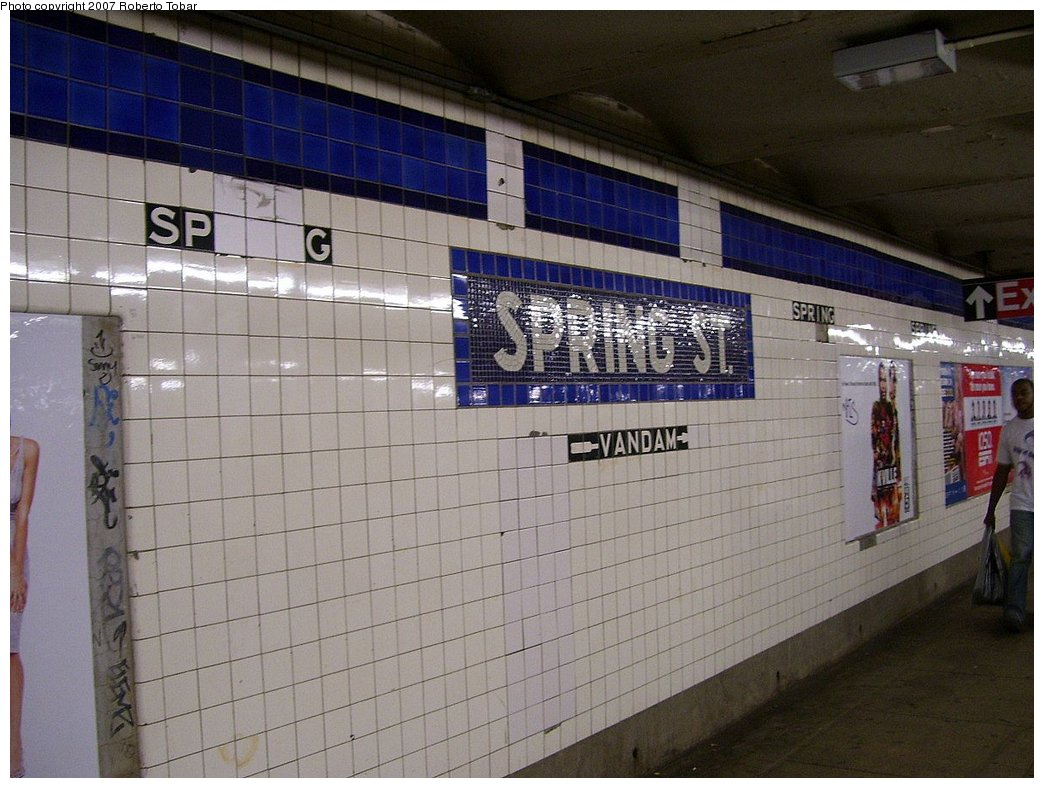 (178k, 1044x788)<br><b>Country:</b> United States<br><b>City:</b> New York<br><b>System:</b> New York City Transit<br><b>Line:</b> IND 8th Avenue Line<br><b>Location:</b> Spring Street <br><b>Photo by:</b> Roberto C. Tobar<br><b>Date:</b> 9/5/2007<br><b>Viewed (this week/total):</b> 1 / 1811