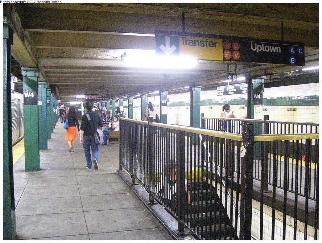 (275k, 1044x788)<br><b>Country:</b> United States<br><b>City:</b> New York<br><b>System:</b> New York City Transit<br><b>Line:</b> IND 8th Avenue Line<br><b>Location:</b> West 4th Street/Washington Square <br><b>Photo by:</b> Roberto C. Tobar<br><b>Date:</b> 9/5/2007<br><b>Viewed (this week/total):</b> 1 / 2170