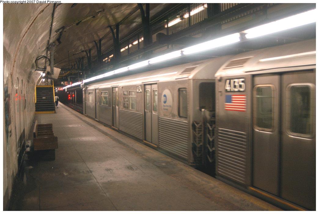 (184k, 1044x701)<br><b>Country:</b> United States<br><b>City:</b> New York<br><b>System:</b> New York City Transit<br><b>Line:</b> IND 8th Avenue Line<br><b>Location:</b> 181st Street <br><b>Route:</b> A<br><b>Car:</b> R-38 (St. Louis, 1966-1967)  4134 <br><b>Photo by:</b> David Pirmann<br><b>Date:</b> 9/10/2007<br><b>Viewed (this week/total):</b> 1 / 2500