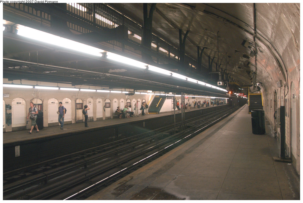 (198k, 1044x701)<br><b>Country:</b> United States<br><b>City:</b> New York<br><b>System:</b> New York City Transit<br><b>Line:</b> IND 8th Avenue Line<br><b>Location:</b> 181st Street <br><b>Photo by:</b> David Pirmann<br><b>Date:</b> 9/10/2007<br><b>Notes:</b> Station view.<br><b>Viewed (this week/total):</b> 2 / 2024