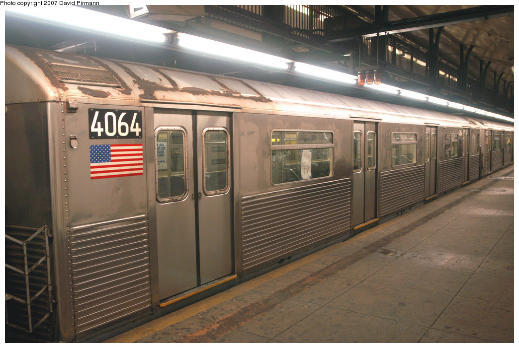 (218k, 1044x701)<br><b>Country:</b> United States<br><b>City:</b> New York<br><b>System:</b> New York City Transit<br><b>Line:</b> IND 8th Avenue Line<br><b>Location:</b> 181st Street <br><b>Route:</b> A<br><b>Car:</b> R-38 (St. Louis, 1966-1967)  4064 <br><b>Photo by:</b> David Pirmann<br><b>Date:</b> 9/10/2007<br><b>Viewed (this week/total):</b> 0 / 2517