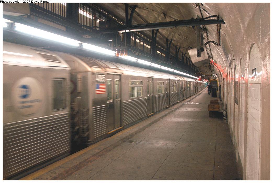 (207k, 1044x701)<br><b>Country:</b> United States<br><b>City:</b> New York<br><b>System:</b> New York City Transit<br><b>Line:</b> IND 8th Avenue Line<br><b>Location:</b> 181st Street <br><b>Route:</b> A<br><b>Car:</b> R-38 (St. Louis, 1966-1967)  4065 <br><b>Photo by:</b> David Pirmann<br><b>Date:</b> 9/10/2007<br><b>Viewed (this week/total):</b> 1 / 2858