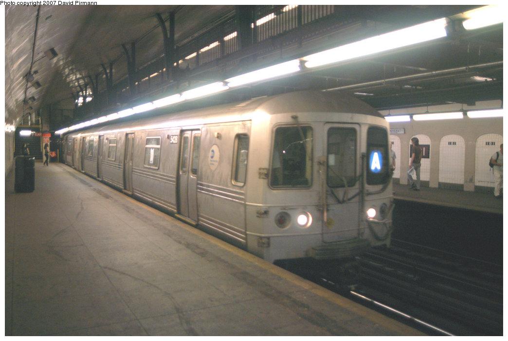 (177k, 1044x701)<br><b>Country:</b> United States<br><b>City:</b> New York<br><b>System:</b> New York City Transit<br><b>Line:</b> IND 8th Avenue Line<br><b>Location:</b> 181st Street <br><b>Route:</b> A<br><b>Car:</b> R-44 (St. Louis, 1971-73) 5428 <br><b>Photo by:</b> David Pirmann<br><b>Date:</b> 9/10/2007<br><b>Viewed (this week/total):</b> 4 / 2197
