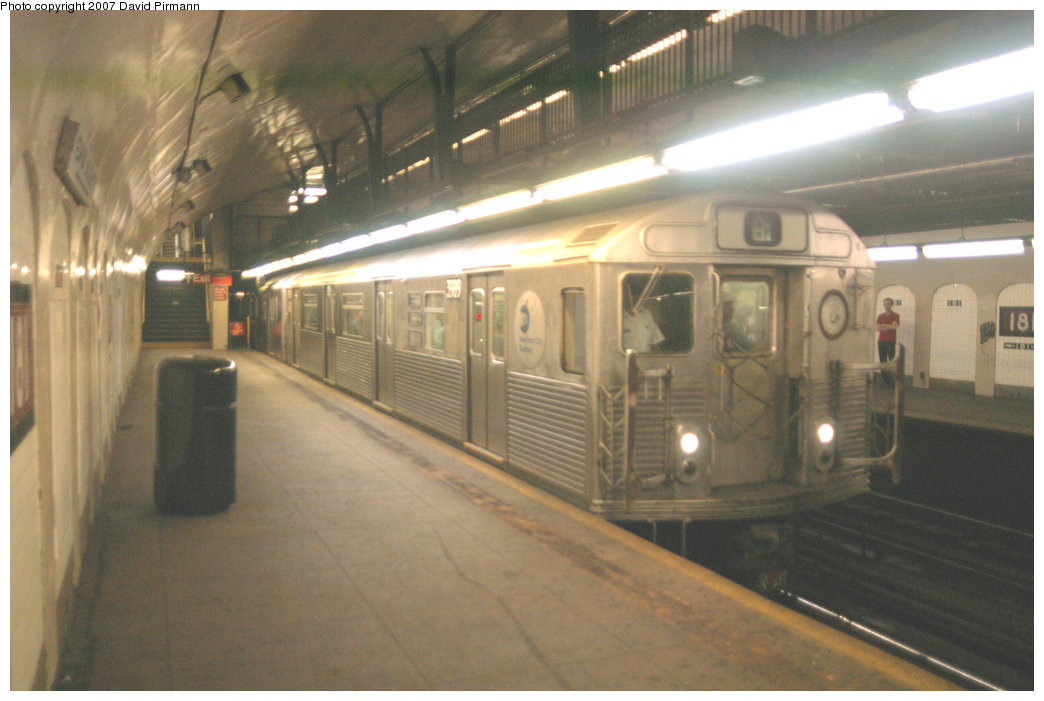 (188k, 1044x701)<br><b>Country:</b> United States<br><b>City:</b> New York<br><b>System:</b> New York City Transit<br><b>Line:</b> IND 8th Avenue Line<br><b>Location:</b> 181st Street <br><b>Route:</b> A<br><b>Car:</b> R-38 (St. Louis, 1966-1967)  3989 <br><b>Photo by:</b> David Pirmann<br><b>Date:</b> 9/10/2007<br><b>Viewed (this week/total):</b> 3 / 2416