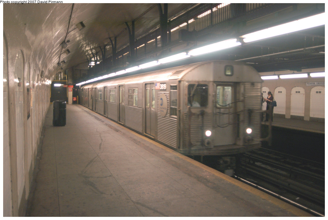 (168k, 1044x701)<br><b>Country:</b> United States<br><b>City:</b> New York<br><b>System:</b> New York City Transit<br><b>Line:</b> IND 8th Avenue Line<br><b>Location:</b> 181st Street <br><b>Route:</b> A<br><b>Car:</b> R-32 (Budd, 1964)  3819 <br><b>Photo by:</b> David Pirmann<br><b>Date:</b> 9/10/2007<br><b>Viewed (this week/total):</b> 0 / 1963