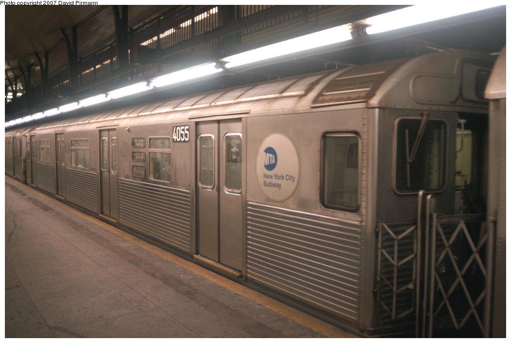 (181k, 1044x701)<br><b>Country:</b> United States<br><b>City:</b> New York<br><b>System:</b> New York City Transit<br><b>Line:</b> IND 8th Avenue Line<br><b>Location:</b> 181st Street <br><b>Route:</b> A<br><b>Car:</b> R-38 (St. Louis, 1966-1967)  4055 <br><b>Photo by:</b> David Pirmann<br><b>Date:</b> 9/10/2007<br><b>Viewed (this week/total):</b> 0 / 1784