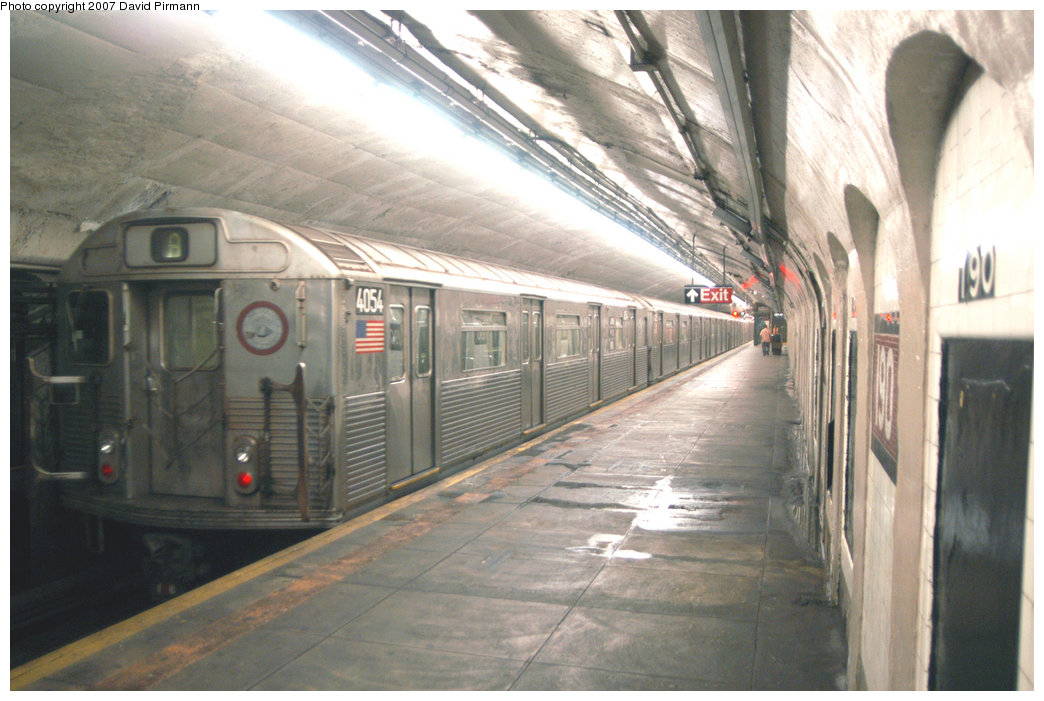 (206k, 1044x701)<br><b>Country:</b> United States<br><b>City:</b> New York<br><b>System:</b> New York City Transit<br><b>Line:</b> IND 8th Avenue Line<br><b>Location:</b> 190th Street/Overlook Terrace <br><b>Route:</b> A<br><b>Car:</b> R-38 (St. Louis, 1966-1967)  4054 <br><b>Photo by:</b> David Pirmann<br><b>Date:</b> 9/10/2007<br><b>Viewed (this week/total):</b> 0 / 2378