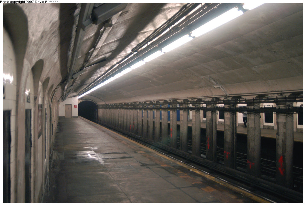 (181k, 1044x701)<br><b>Country:</b> United States<br><b>City:</b> New York<br><b>System:</b> New York City Transit<br><b>Line:</b> IND 8th Avenue Line<br><b>Location:</b> 190th Street/Overlook Terrace <br><b>Photo by:</b> David Pirmann<br><b>Date:</b> 9/10/2007<br><b>Notes:</b> Station view, northbound platform facing south.<br><b>Viewed (this week/total):</b> 1 / 1309