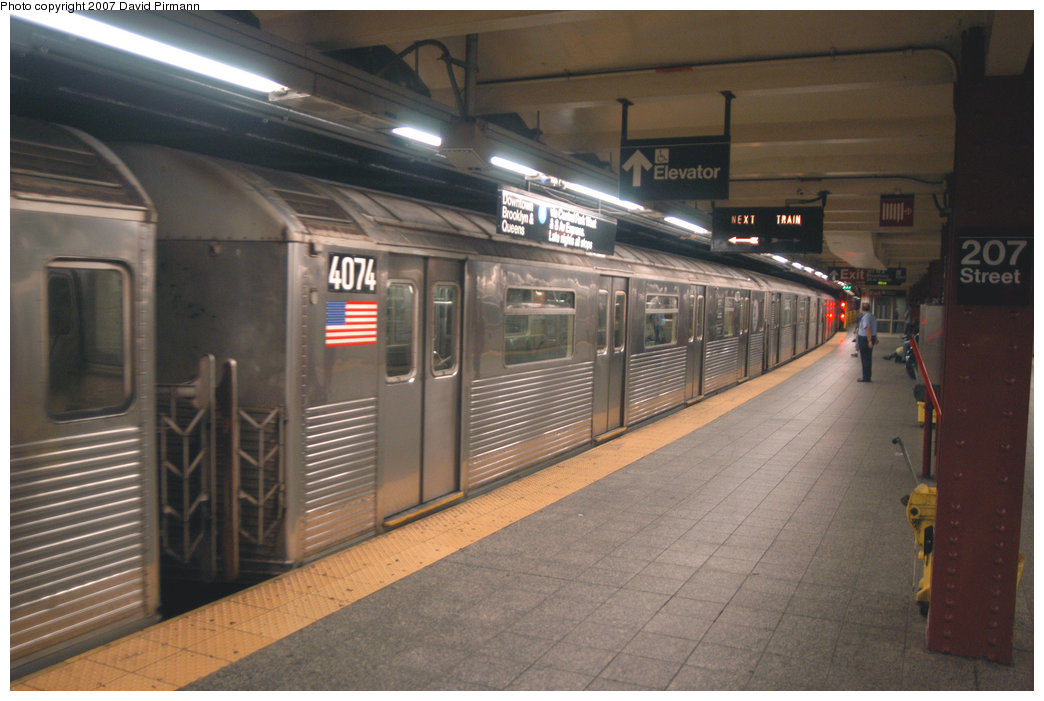 (196k, 1044x701)<br><b>Country:</b> United States<br><b>City:</b> New York<br><b>System:</b> New York City Transit<br><b>Line:</b> IND 8th Avenue Line<br><b>Location:</b> 207th Street <br><b>Route:</b> A<br><b>Car:</b> R-38 (St. Louis, 1966-1967)  4074 <br><b>Photo by:</b> David Pirmann<br><b>Date:</b> 9/10/2007<br><b>Viewed (this week/total):</b> 0 / 1753