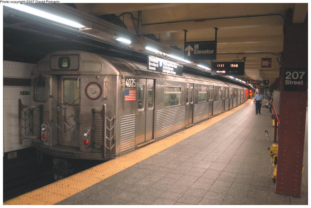 (195k, 1044x701)<br><b>Country:</b> United States<br><b>City:</b> New York<br><b>System:</b> New York City Transit<br><b>Line:</b> IND 8th Avenue Line<br><b>Location:</b> 207th Street <br><b>Route:</b> A<br><b>Car:</b> R-38 (St. Louis, 1966-1967)  4075 <br><b>Photo by:</b> David Pirmann<br><b>Date:</b> 9/10/2007<br><b>Viewed (this week/total):</b> 2 / 1667