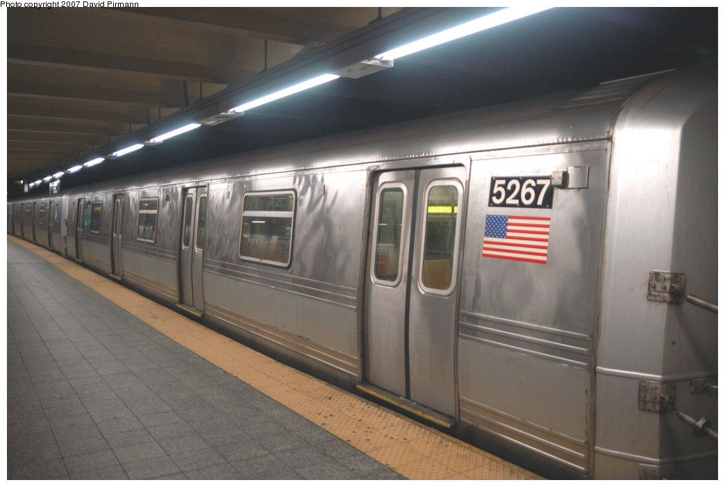 (171k, 1044x701)<br><b>Country:</b> United States<br><b>City:</b> New York<br><b>System:</b> New York City Transit<br><b>Line:</b> IND 8th Avenue Line<br><b>Location:</b> 207th Street <br><b>Route:</b> A<br><b>Car:</b> R-44 (St. Louis, 1971-73) 5267 <br><b>Photo by:</b> David Pirmann<br><b>Date:</b> 9/10/2007<br><b>Viewed (this week/total):</b> 0 / 2134