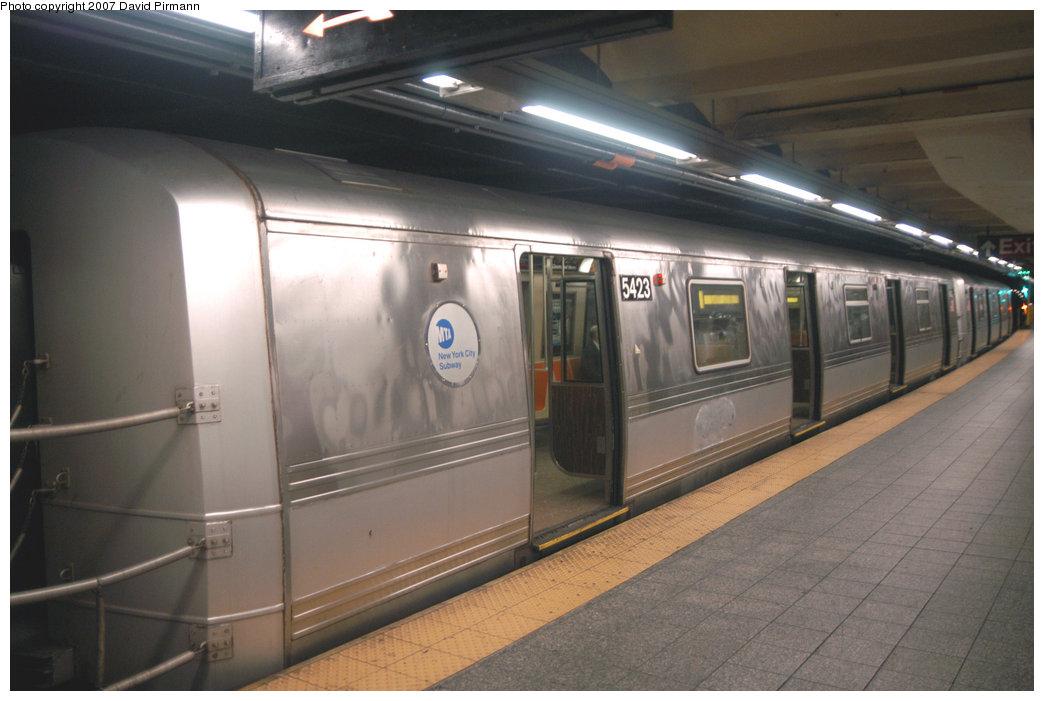 (172k, 1044x701)<br><b>Country:</b> United States<br><b>City:</b> New York<br><b>System:</b> New York City Transit<br><b>Line:</b> IND 8th Avenue Line<br><b>Location:</b> 207th Street <br><b>Route:</b> A<br><b>Car:</b> R-44 (St. Louis, 1971-73) 5423 <br><b>Photo by:</b> David Pirmann<br><b>Date:</b> 9/10/2007<br><b>Viewed (this week/total):</b> 0 / 2046
