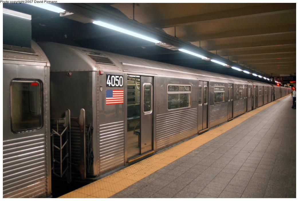 (192k, 1044x701)<br><b>Country:</b> United States<br><b>City:</b> New York<br><b>System:</b> New York City Transit<br><b>Line:</b> IND 8th Avenue Line<br><b>Location:</b> 207th Street <br><b>Route:</b> A<br><b>Car:</b> R-38 (St. Louis, 1966-1967)  4050 <br><b>Photo by:</b> David Pirmann<br><b>Date:</b> 9/10/2007<br><b>Viewed (this week/total):</b> 0 / 1480