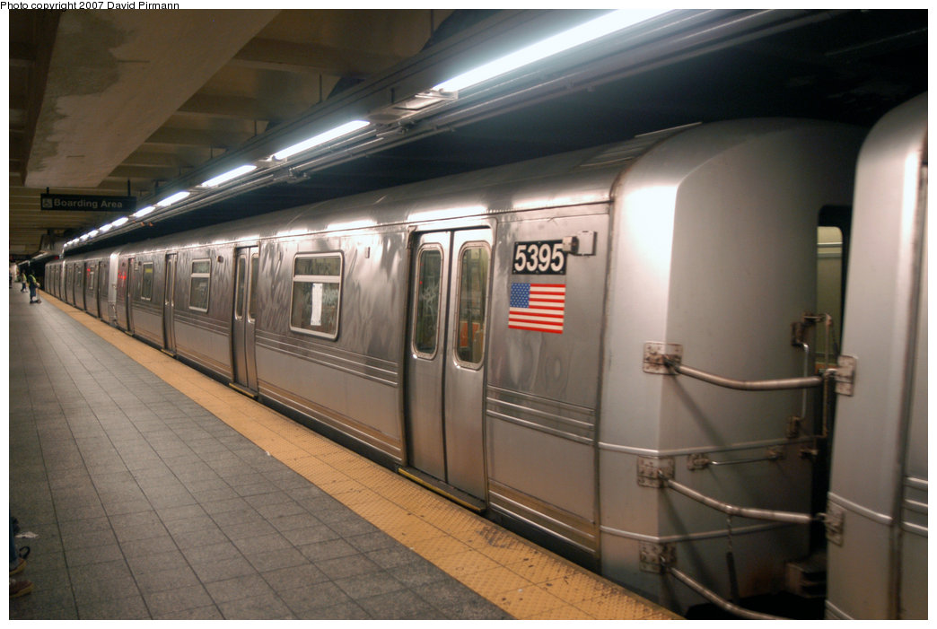 (177k, 1044x701)<br><b>Country:</b> United States<br><b>City:</b> New York<br><b>System:</b> New York City Transit<br><b>Line:</b> IND 8th Avenue Line<br><b>Location:</b> 207th Street <br><b>Route:</b> A<br><b>Car:</b> R-44 (St. Louis, 1971-73) 5395 <br><b>Photo by:</b> David Pirmann<br><b>Date:</b> 9/10/2007<br><b>Viewed (this week/total):</b> 0 / 1351