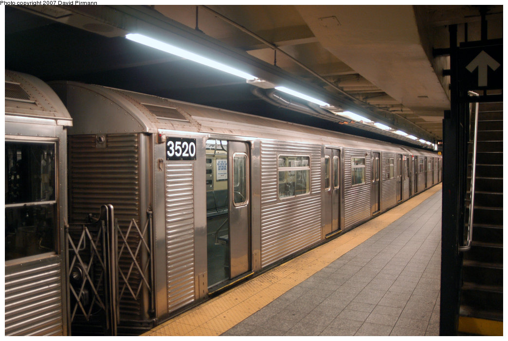 (203k, 1044x701)<br><b>Country:</b> United States<br><b>City:</b> New York<br><b>System:</b> New York City Transit<br><b>Line:</b> IND 8th Avenue Line<br><b>Location:</b> 207th Street <br><b>Route:</b> A<br><b>Car:</b> R-32 (Budd, 1964)  3520 <br><b>Photo by:</b> David Pirmann<br><b>Date:</b> 9/10/2007<br><b>Viewed (this week/total):</b> 3 / 1818