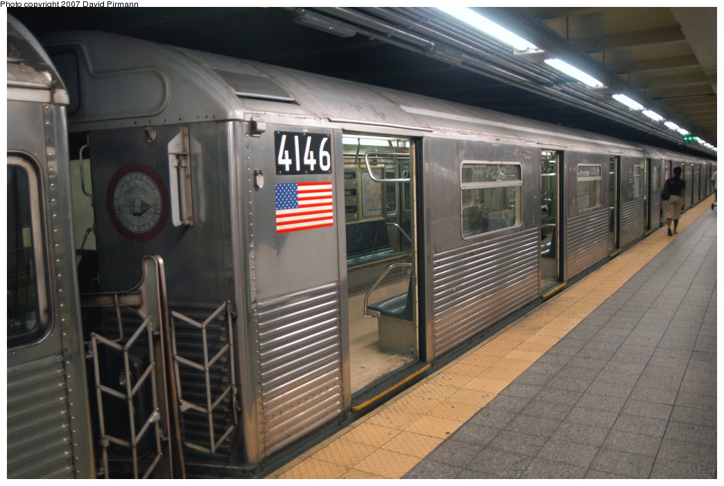 (210k, 1044x701)<br><b>Country:</b> United States<br><b>City:</b> New York<br><b>System:</b> New York City Transit<br><b>Line:</b> IND 8th Avenue Line<br><b>Location:</b> 207th Street <br><b>Route:</b> A<br><b>Car:</b> R-38 (St. Louis, 1966-1967)  4146 <br><b>Photo by:</b> David Pirmann<br><b>Date:</b> 9/10/2007<br><b>Viewed (this week/total):</b> 0 / 1411