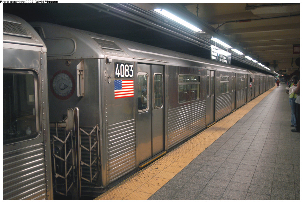 (208k, 1044x701)<br><b>Country:</b> United States<br><b>City:</b> New York<br><b>System:</b> New York City Transit<br><b>Line:</b> IND 8th Avenue Line<br><b>Location:</b> 207th Street <br><b>Route:</b> A<br><b>Car:</b> R-38 (St. Louis, 1966-1967)  4083 <br><b>Photo by:</b> David Pirmann<br><b>Date:</b> 9/10/2007<br><b>Viewed (this week/total):</b> 0 / 1907