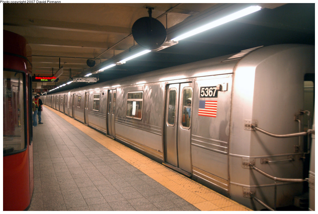 (185k, 1044x701)<br><b>Country:</b> United States<br><b>City:</b> New York<br><b>System:</b> New York City Transit<br><b>Line:</b> IND 8th Avenue Line<br><b>Location:</b> 207th Street <br><b>Route:</b> A<br><b>Car:</b> R-44 (St. Louis, 1971-73) 5367 <br><b>Photo by:</b> David Pirmann<br><b>Date:</b> 9/10/2007<br><b>Viewed (this week/total):</b> 0 / 1523