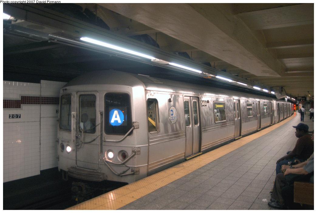 (170k, 1044x701)<br><b>Country:</b> United States<br><b>City:</b> New York<br><b>System:</b> New York City Transit<br><b>Line:</b> IND 8th Avenue Line<br><b>Location:</b> 207th Street <br><b>Route:</b> A<br><b>Car:</b> R-44 (St. Louis, 1971-73) 5464 <br><b>Photo by:</b> David Pirmann<br><b>Date:</b> 9/10/2007<br><b>Viewed (this week/total):</b> 0 / 1556