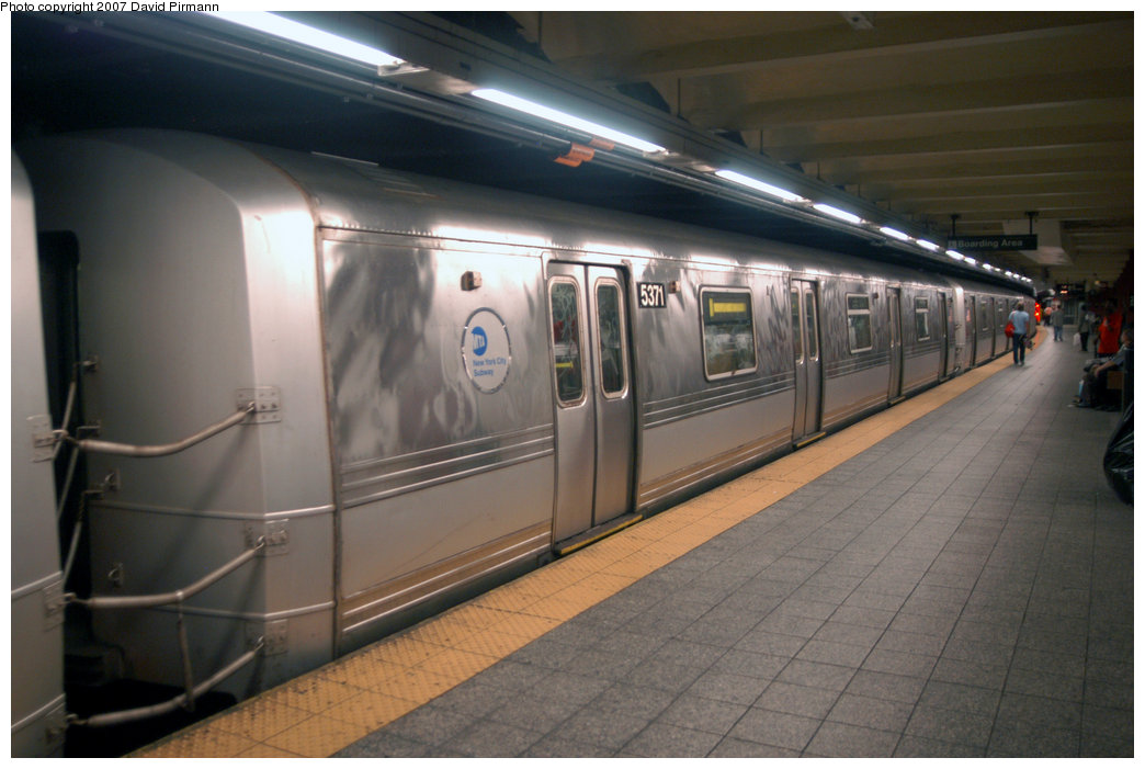 (175k, 1044x701)<br><b>Country:</b> United States<br><b>City:</b> New York<br><b>System:</b> New York City Transit<br><b>Line:</b> IND 8th Avenue Line<br><b>Location:</b> 207th Street <br><b>Route:</b> A<br><b>Car:</b> R-44 (St. Louis, 1971-73) 5371 <br><b>Photo by:</b> David Pirmann<br><b>Date:</b> 9/10/2007<br><b>Viewed (this week/total):</b> 1 / 1970