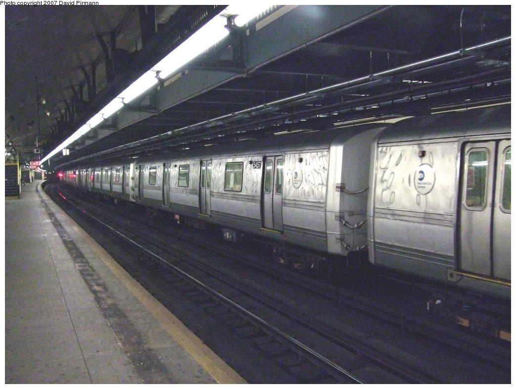 (218k, 1044x788)<br><b>Country:</b> United States<br><b>City:</b> New York<br><b>System:</b> New York City Transit<br><b>Line:</b> IND 8th Avenue Line<br><b>Location:</b> 181st Street <br><b>Route:</b> A<br><b>Car:</b> R-44 (St. Louis, 1971-73) 5457 <br><b>Photo by:</b> David Pirmann<br><b>Date:</b> 9/10/2007<br><b>Viewed (this week/total):</b> 0 / 2509