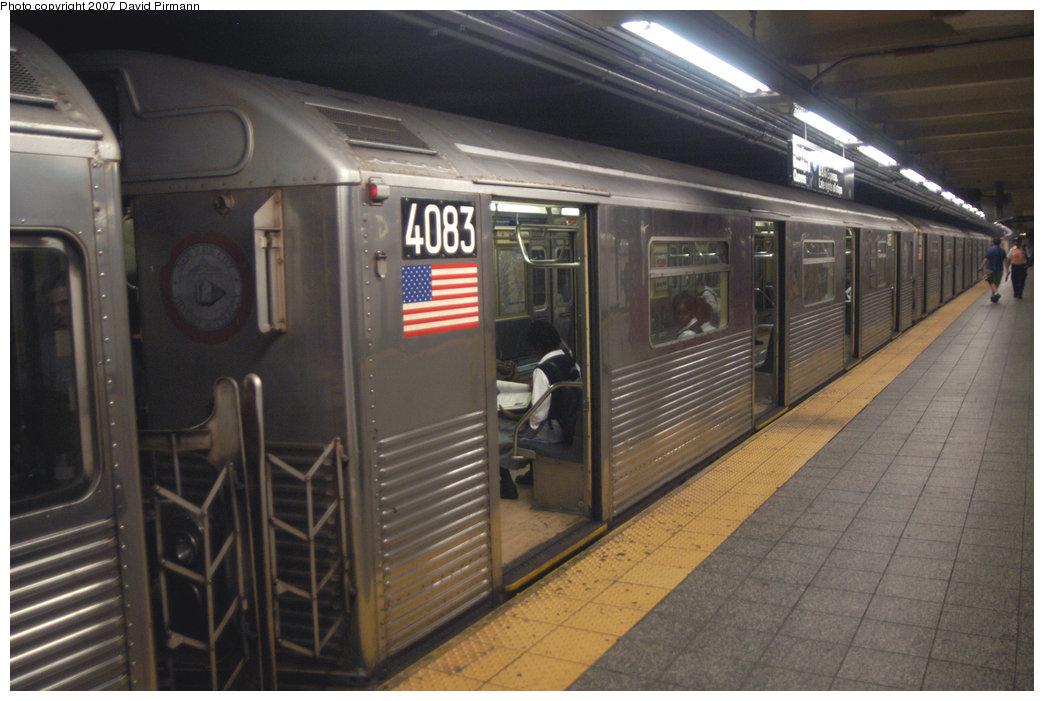 (199k, 1044x701)<br><b>Country:</b> United States<br><b>City:</b> New York<br><b>System:</b> New York City Transit<br><b>Line:</b> IND 8th Avenue Line<br><b>Location:</b> 207th Street <br><b>Route:</b> A<br><b>Car:</b> R-38 (St. Louis, 1966-1967)  4083 <br><b>Photo by:</b> David Pirmann<br><b>Date:</b> 9/10/2007<br><b>Viewed (this week/total):</b> 0 / 1333