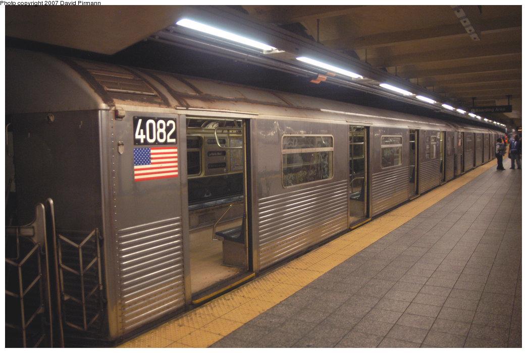 (193k, 1044x701)<br><b>Country:</b> United States<br><b>City:</b> New York<br><b>System:</b> New York City Transit<br><b>Line:</b> IND 8th Avenue Line<br><b>Location:</b> 207th Street <br><b>Route:</b> A<br><b>Car:</b> R-38 (St. Louis, 1966-1967)  4082 <br><b>Photo by:</b> David Pirmann<br><b>Date:</b> 9/10/2007<br><b>Viewed (this week/total):</b> 0 / 1972