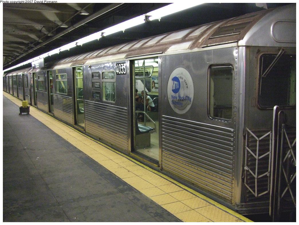 (247k, 1044x788)<br><b>Country:</b> United States<br><b>City:</b> New York<br><b>System:</b> New York City Transit<br><b>Line:</b> IND 8th Avenue Line<br><b>Location:</b> 168th Street <br><b>Route:</b> C<br><b>Car:</b> R-38 (St. Louis, 1966-1967)  4033 <br><b>Photo by:</b> David Pirmann<br><b>Date:</b> 9/10/2007<br><b>Viewed (this week/total):</b> 4 / 3122