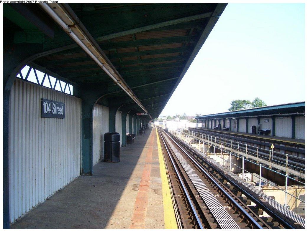 (177k, 1044x788)<br><b>Country:</b> United States<br><b>City:</b> New York<br><b>System:</b> New York City Transit<br><b>Line:</b> BMT Nassau Street/Jamaica Line<br><b>Location:</b> 102nd-104th Streets <br><b>Photo by:</b> Roberto C. Tobar<br><b>Date:</b> 9/8/2007<br><b>Viewed (this week/total):</b> 1 / 1770