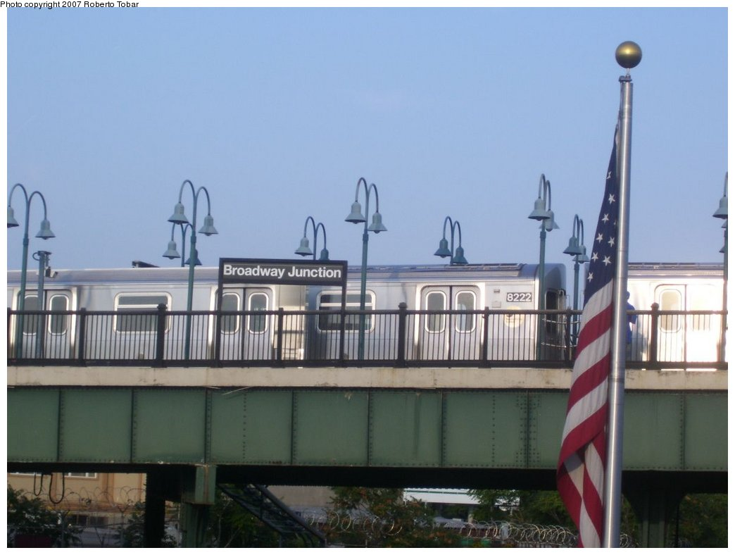 (117k, 1044x788)<br><b>Country:</b> United States<br><b>City:</b> New York<br><b>System:</b> New York City Transit<br><b>Line:</b> BMT Canarsie Line<br><b>Location:</b> Broadway Junction <br><b>Route:</b> L<br><b>Car:</b> R-143 (Kawasaki, 2001-2002) 8222 <br><b>Photo by:</b> Roberto C. Tobar<br><b>Date:</b> 9/8/2007<br><b>Viewed (this week/total):</b> 0 / 2592