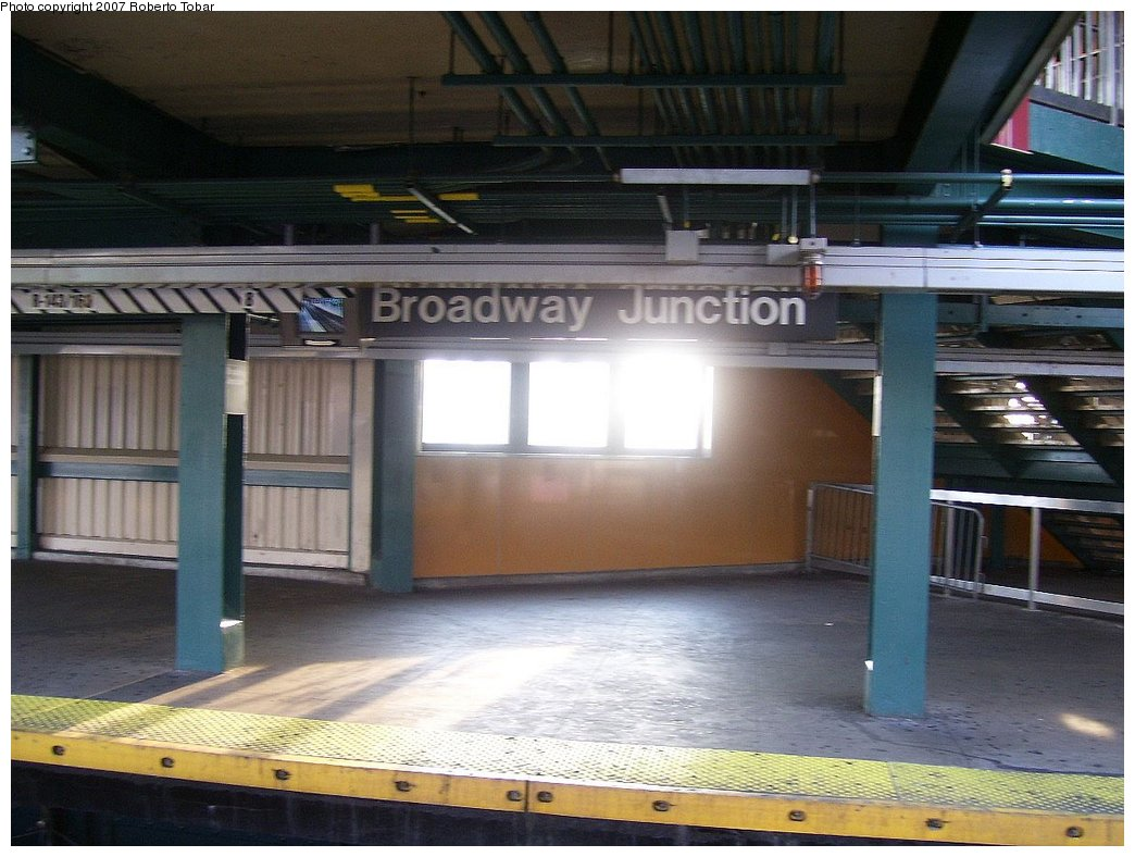 (168k, 1044x788)<br><b>Country:</b> United States<br><b>City:</b> New York<br><b>System:</b> New York City Transit<br><b>Line:</b> BMT Canarsie Line<br><b>Location:</b> Broadway Junction <br><b>Photo by:</b> Roberto C. Tobar<br><b>Date:</b> 9/8/2007<br><b>Viewed (this week/total):</b> 0 / 1379