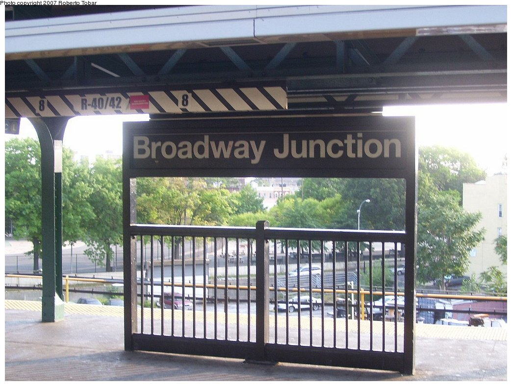 (190k, 1044x788)<br><b>Country:</b> United States<br><b>City:</b> New York<br><b>System:</b> New York City Transit<br><b>Line:</b> BMT Nassau Street/Jamaica Line<br><b>Location:</b> Broadway/East New York (Broadway Junction) <br><b>Photo by:</b> Roberto C. Tobar<br><b>Date:</b> 9/8/2007<br><b>Viewed (this week/total):</b> 0 / 1195