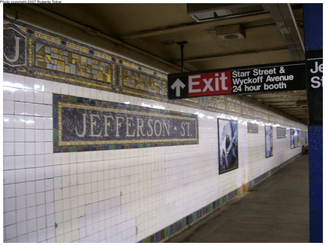 (137k, 1044x788)<br><b>Country:</b> United States<br><b>City:</b> New York<br><b>System:</b> New York City Transit<br><b>Line:</b> BMT Canarsie Line<br><b>Location:</b> Jefferson Street <br><b>Photo by:</b> Roberto C. Tobar<br><b>Date:</b> 9/8/2007<br><b>Viewed (this week/total):</b> 0 / 1691