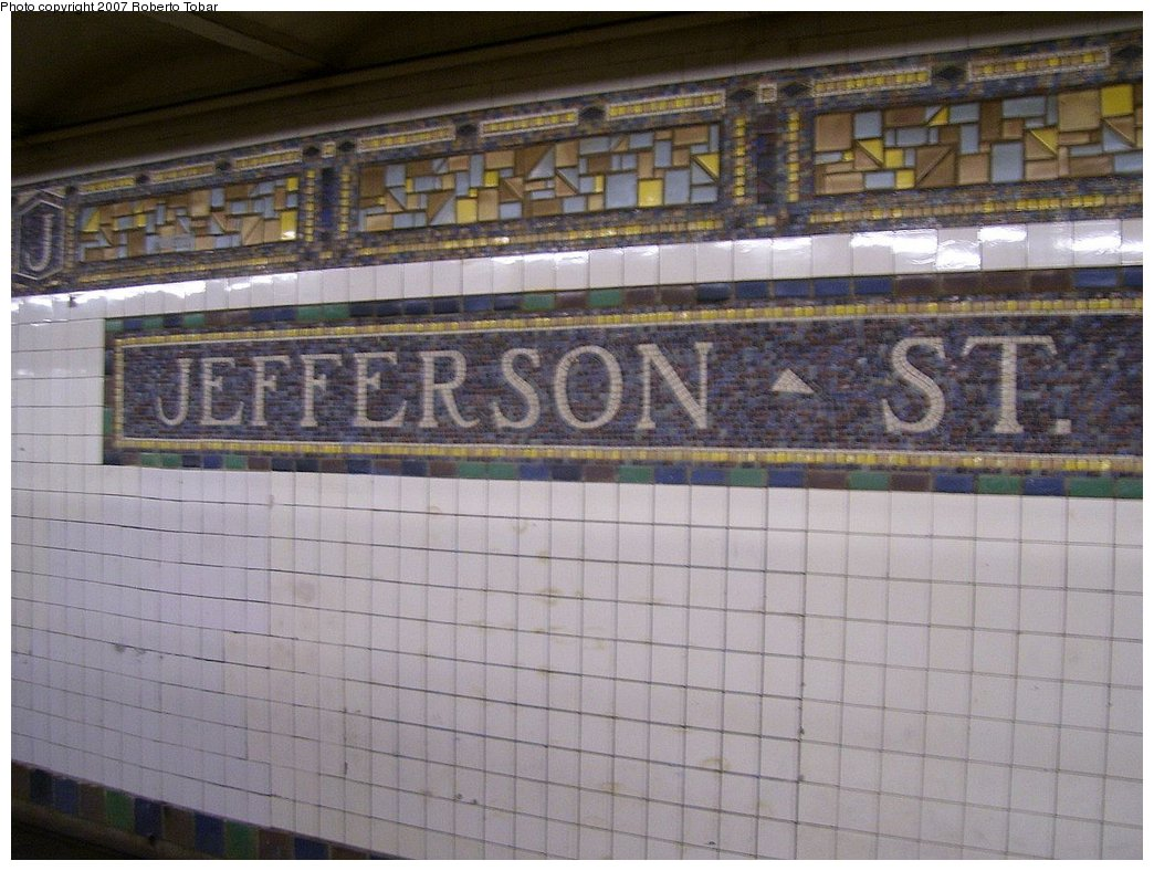 (176k, 1044x788)<br><b>Country:</b> United States<br><b>City:</b> New York<br><b>System:</b> New York City Transit<br><b>Line:</b> BMT Canarsie Line<br><b>Location:</b> Jefferson Street <br><b>Photo by:</b> Roberto C. Tobar<br><b>Date:</b> 9/8/2007<br><b>Viewed (this week/total):</b> 0 / 1360